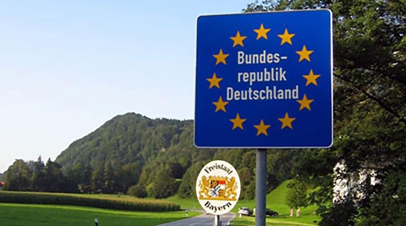 Grenzschild an einer Schengen-Innengrenze